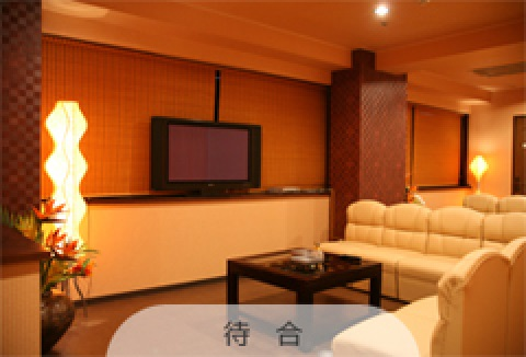 広々とした豪華な待合室を完備