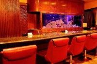 豪華な待合室 水槽には熱帯魚