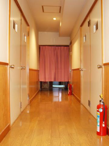 個室への廊下です。